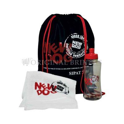 Original Brindes - Kit composto por mochila saco em nylon, squeeze pet 550 ml e toalha fitness. Disponível em várias cores. Gravação da logomarca em 1 cor já inclusa. Ta...