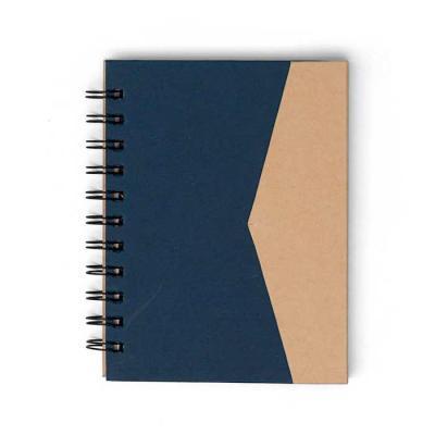 SOMA Brindes - Bloco de anotações ecológico com sticky notes e suporte para caneta. Bloco de capa colorida com abertura lateral imantada, primeira folha com cinco bl...