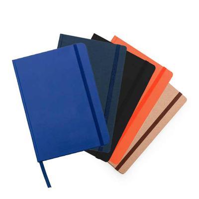 """SOMA Brindes - Caderneta em couro sintético com capa lisa, fita elástica para fechar e fita """"marca página"""" em nylon. Possui aproximadamente 80 folhas amarelas sem pa..."""