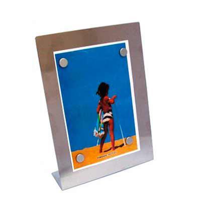 """SOMA Brindes - Porta retrato 15 x 10 em inox escovado, modelo chapa metálica acompanha quatro """"botões"""" imã e película protetora anti-risco. Tamanho total aproximado..."""