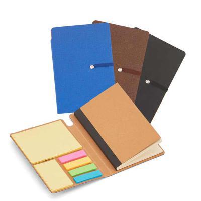 Soma Brindes - Bloco de anotações com elástico, sticky notes, miolo sem pauta na cor bege. Tamanho total aproximado: 14,4 x 9,4 x 1,0cm Peso aproximado (g): 88