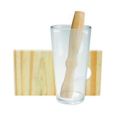 SOMA Brindes - Kit caipirinha 3 peças com: tábua de corte, socador e copo de vidro. Tábua de madeira com suporte para socador. Tamanho total aproximado (CxL): Copo 1...