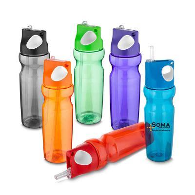 SOMA Brindes - Squeeze plástico 870 ml com alça de mão emborrachado e canudo  PETG material (PET modificado com CHDM)  Tamanho total aproximado (CxD): 28 cm x 7 cm...