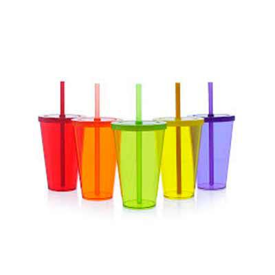 QI Brindes - O copo refresh com tampa e canudo é uma excelente opção para servir bebidas em geral de forma elegante e prática.