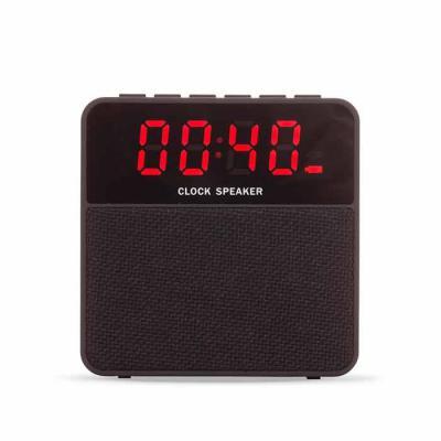 QI Brindes - Caixa de som bluetooth multifunções com relógio digital. Material emborrachado com display superior frontal, tela de proteção dos falantes em tecido,...