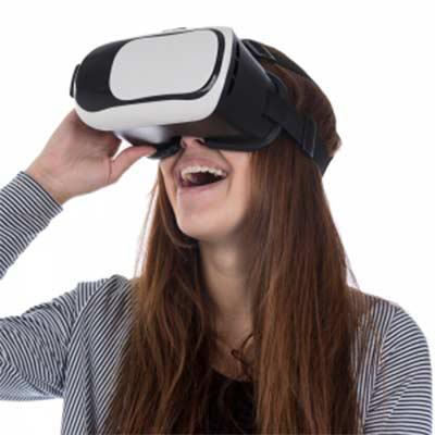 QI Brindes - Óculos de visão 360º para celular. Material plástico resistente, possui: suporte acolchoado para um melhor conforto no rosto, elástico para fixação na...