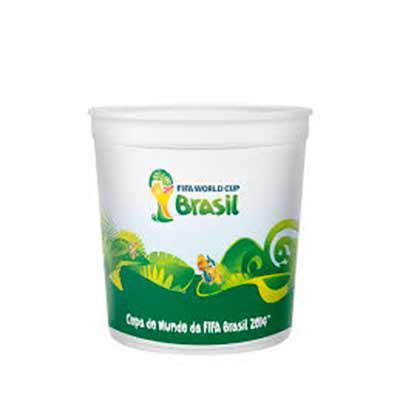 QI Brindes - Balde de pipoca 2.8 litros. personalizado 360º. Para fazer os copos in mold label, a empresa utiliza uma espécie de película (base do in mold label) q...