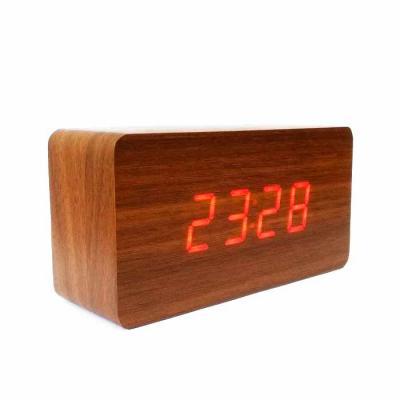 QI Brindes - Relógio de mesa com design tipo madeira em 4 lindos modelos. Apresenta dígitos grandes para fácil visualização, Possuí a Função Voice Control, basta b...