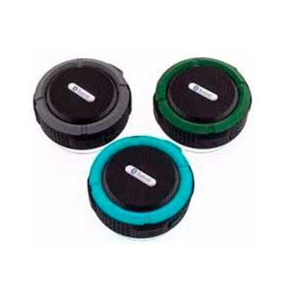 QI Brindes - Caixa de som bluetooth/wireless emborrachada à prova dágua com ventosa, acompanha suporte com mosquetão. Segurar botão power para ligar e desligar, po...