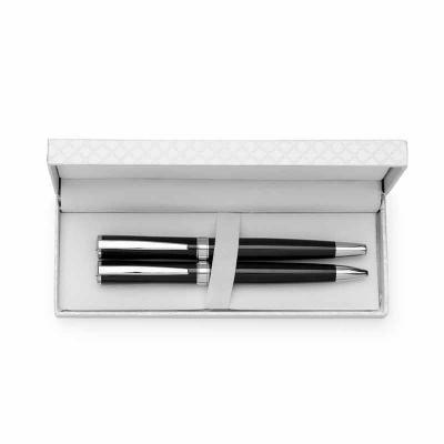 Tiff Gráfica - Kit canetas metálicas em estojo de couro sintético texturizado. Caneta esfero e caneta roller colorida com detalhes prata, parte interna do estojo rev...