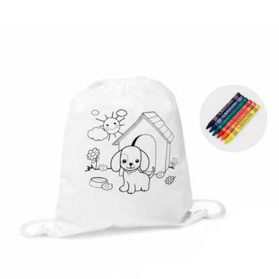 Tiff Gráfica - Mochila tipo saco para colorir no material Non-woven: 80 g/m². Com desenho impresso e bolso interior. 6 gizes de cera inclusos. Tamanho: 300 x 350 mm....