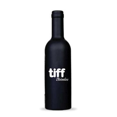 Tiff Gráfica - Kit vinho formato por garrafa em plástico com 3 peças, material plástico resistente e revestido internamente com espuma. Possui wine collar, bico cond...