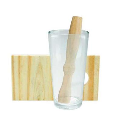 Tiff Gráfica - Kit caipirinha 3 peças com: tábua de corte, socador e copo de vidro. Tábua de madeira com suporte para socador. Personalização no copo e na tábua.