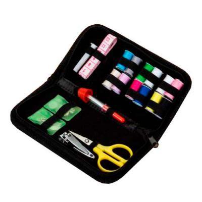 Tiff Gráfica - Kit costura com estojo de nylon revestido internamente com veludo. Possui saquinho plástico com dois alfinetes e ganchinho, saquinho plástico com seis...