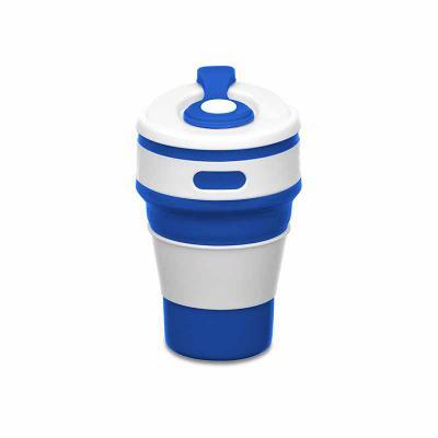 """Maxim Brindes - Copo retrátil 350ml de silicone, livre de BPA. Tampa plástica de encaixe com abertura para o bocal, acompanha """"luva"""" plástica branca, evitando queimar..."""