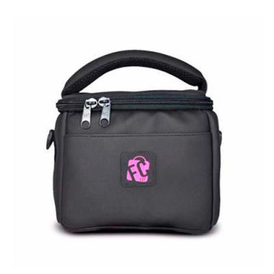 FCFIT Bolsas Thermal Bags - Lancheira Térmica Fitness // Mini Lunch Preta Pink >> O que o produto oferece?  Rede interna para carregar recipientes com líquidos ou talheres; nessa...
