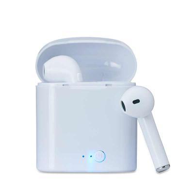 Renova Brindes - O Fone Bluetooth com Case Carregador da Renova Brindes, é um brinde perfeito para a divulgação da sua marca. Fidelize seu cliente divulgando sua marca...