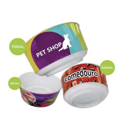 Zoom Brindes - Comedouro plástico promocional com gravação in mold label 360º excelente opção para projetos onde é necessário rotular marcas em alta resolução e com...