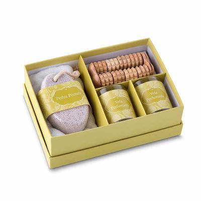 Zoom Brinde - Kit Banho personalizado para brinde contendo massageador, pedra pomes e toalha.