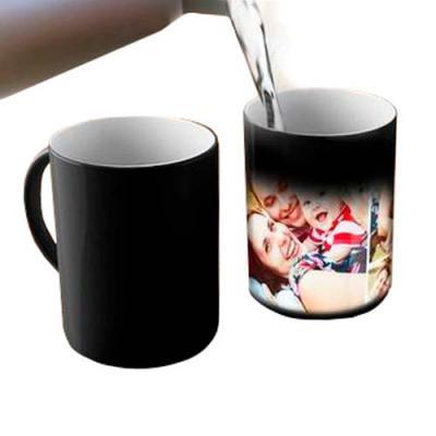 Zoom Brinde - Caneca Mágica personalizada de cerâmica 350ml com pintura fosca e parte interna branca.  Quando despejado liquido quente na caneca, irá começar clarea...