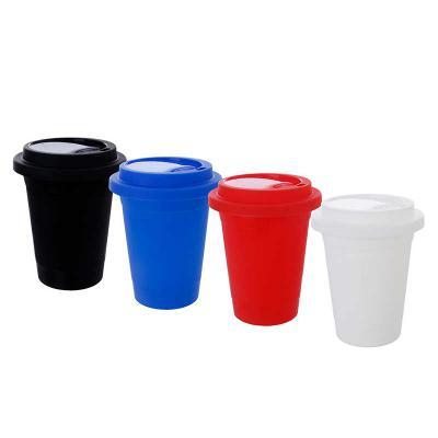Plasmold - O Copo Café Bucks é uma excelente opção para servir bebidas quentes e frias sem o uso de canudo.  Fabricado em material amorfo o Copo Café Bucks é exc...