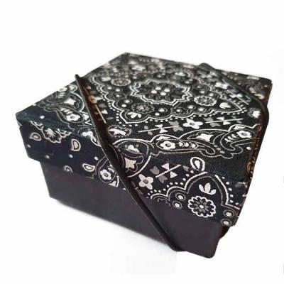 Rnaza Prana Material Promocional - Caixa Personalizada em cartão rígido (cartonagem) e fechamento com elástico