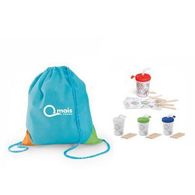 Qmais Promo - Kit infantil para viagem com mochila saco e copo com canudo . Contém:  1 Sacola tipo mochila Now-Woven 80g/m² disponiveis nas cores (azul claro ou ver...