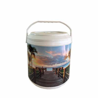 CWB Promo - Cooler 12 latas MEDIDAS: 31,0 cm de altura com a tampa x 22,5 cm de diâmetro CAPACIDADE: 9 Litros MATERIAL: Polipropileno com parede dupla PERSONALIZA...