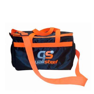 Genialle Brindes & Personalizados - Bolsa térmica forrada, com dois bolsos laterais.  Medidas: Altura: 25cm Comprimento: 39cm