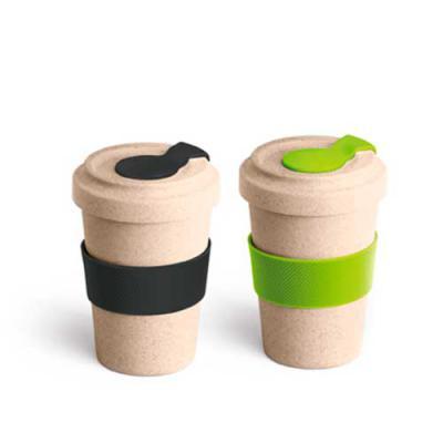 Genialle Brindes & Personalizados - Copo para viagem. Fibra de bambu e PP. Com banda de silicone e tampa. Capacidade até 500 ml. Food grade. ø95 x 140 mm