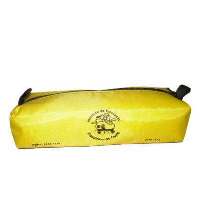 Dandais Bolsas Promocionais - Estojo confeccionado em nylon 70 e puxador de mão.. ( adequado para vário tipos de materiais e impressão)  Medidas Aproximadas: C 20,5 x L 8 x A 5 cm.