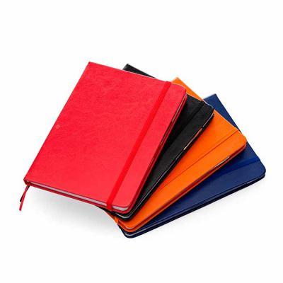 WXZ BRINDES FABRICAÇÃO  PRÓPRIA - Bloco de anotações com couro sintético com caneta metálica. Bloco com aproximadamente 80 folhas branca pautadas, possui bolso de papel na parte intern...