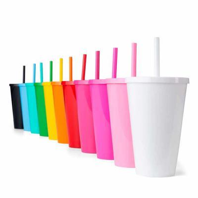 WXZ BRINDES FABRICAÇÃO  PRÓPRIA - : Copo plástico 600ml com tampa e canudo, pintura leitosa. PEDIDO MÚLTIPLO DE 50 PEÇAS! Medidas aproximadas para gravação (CxL):  14 cm x 7 cm Tamanho...