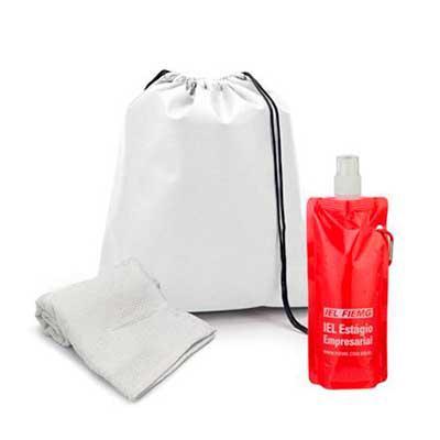 WXZ BRINDES FABRICAÇÃO  PRÓPRIA - Kit fitness. Contém uma mochila tipo saco, produzida em non-woven 80 g/m² com alça de costas e amplo espaço interno (sac010), squeeze plástico dobráve...