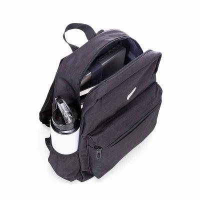P&J Brindes - Mochila de nylon com plaquinha para gravação. Compartimento grande com bolso interno para notebook de revestimento poliester e bolso frontal. Possui b...