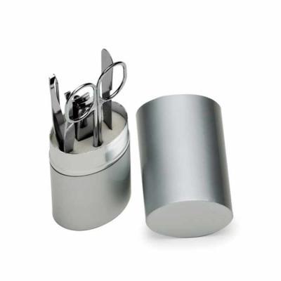P&J Brindes - Kit manicure 5 peças em estojo oval de alumínio. Possui lixa, tesoura, pinça, empurrador de cutícula e cortador de unha.