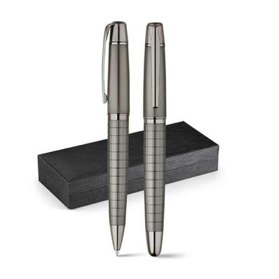 Italy Brindes - Conjunto de roller e caneta. Metal. Esferográfica: 1,5km de escrita. Em estojo almofadado. ø13 x 135 mm | Estojo: 185 x 75 x 31 mm