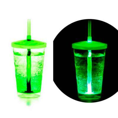 Brindes Total - Os copos ficam ainda mais divertidos com LED. Duração do LED de 48h, acionamento com a adição do líquido. Copo ideal para dar aquele brilho nas festas...