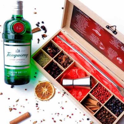 Evidencia Comunicacao - Ter um bar de gin na caixa traz aquele poder que a pandemia nos impediu de comemorar em festas, nos bares com nossos amigos e familiares. Mas nós inov...