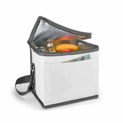 Rio4Pack Brindes - Bolsa térmica. 600D. Com alça ajustável em webbing e bolso frontal. Food grade. 240 x 220 x 170 mm.