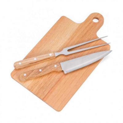 Mare Brindes e Presentes Personalizados - Kit churrasco 3 peças com: tábua para corte, faca e garfo(pegador de madeira). Medidas aproximadas para gravação (CxL):  Tábua 24,8 cm X 17,9 cm - Fac...