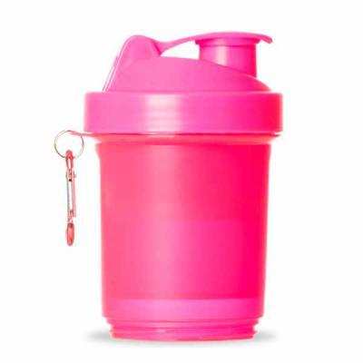 Brindes SM Corporativos - Coqueteleira 400ml plástica porta suplementos desmontável. Possui: copo 400ml(medida em ml e oz), compartimento com divisória para comprimidos, compar...