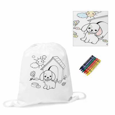 Inbox Brindes - Sacola tipo mochila para colorir. Non-woven: 80 g/m². Com desenho impresso e bolso interior. 6 gizes de cera inclusos. 300 x 350 mm