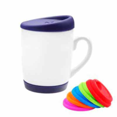 Inbox Brindes - Caneca cerâmica branca 325 ml   Com tampa e base em silicone várias cores   Com gravação sem  limites de cores