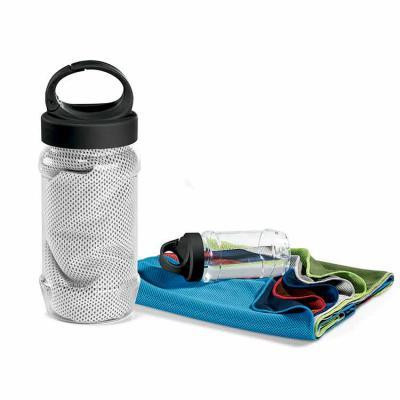 Inbox Brindes - Kit toalha e garrafa. Toalha para esporte em poliamida e poliéster. Toalha refrescante, quando molhada permanece fria durante horas. Se aquecer, basta...