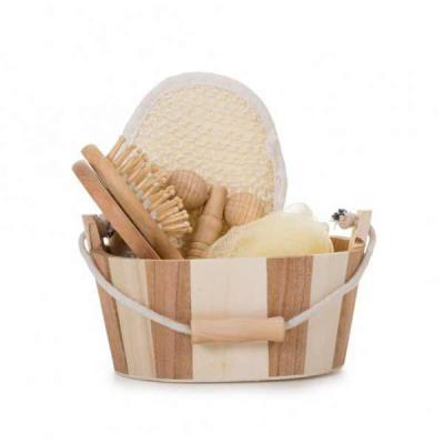 Inbox Brindes - Kit banho de madeira com 5 peças. Possui: espelho, escova de cabelo, esponja de banho, bucha de banho e massageador. Acompanha balde com alça e pegado...