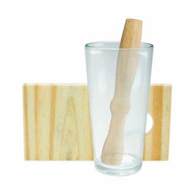 Inbox Brindes - Kit caipirinha 3 peças com: tábua de corte, socador e copo de vidro. Tábua de madeira com suporte para socador.