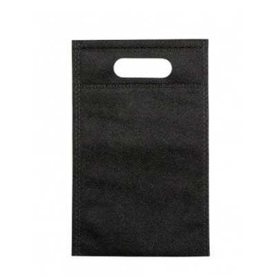 More Gifts - Sacola TNT pequena sem alça.  Altura :  21,8 cm  Largura :  13,9 cm  Medidas aproximadas para gravação (CxL):  16,6 cm x 12,4 cm  Peso aproximado (g):...
