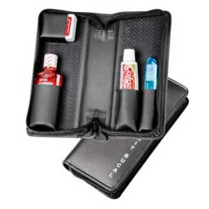 d50028b3c Kit bucal contendo escova dental