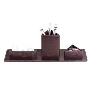 Galvani - Porta lápis c/ porta clips e porta cartões triângular, todo pespontado.